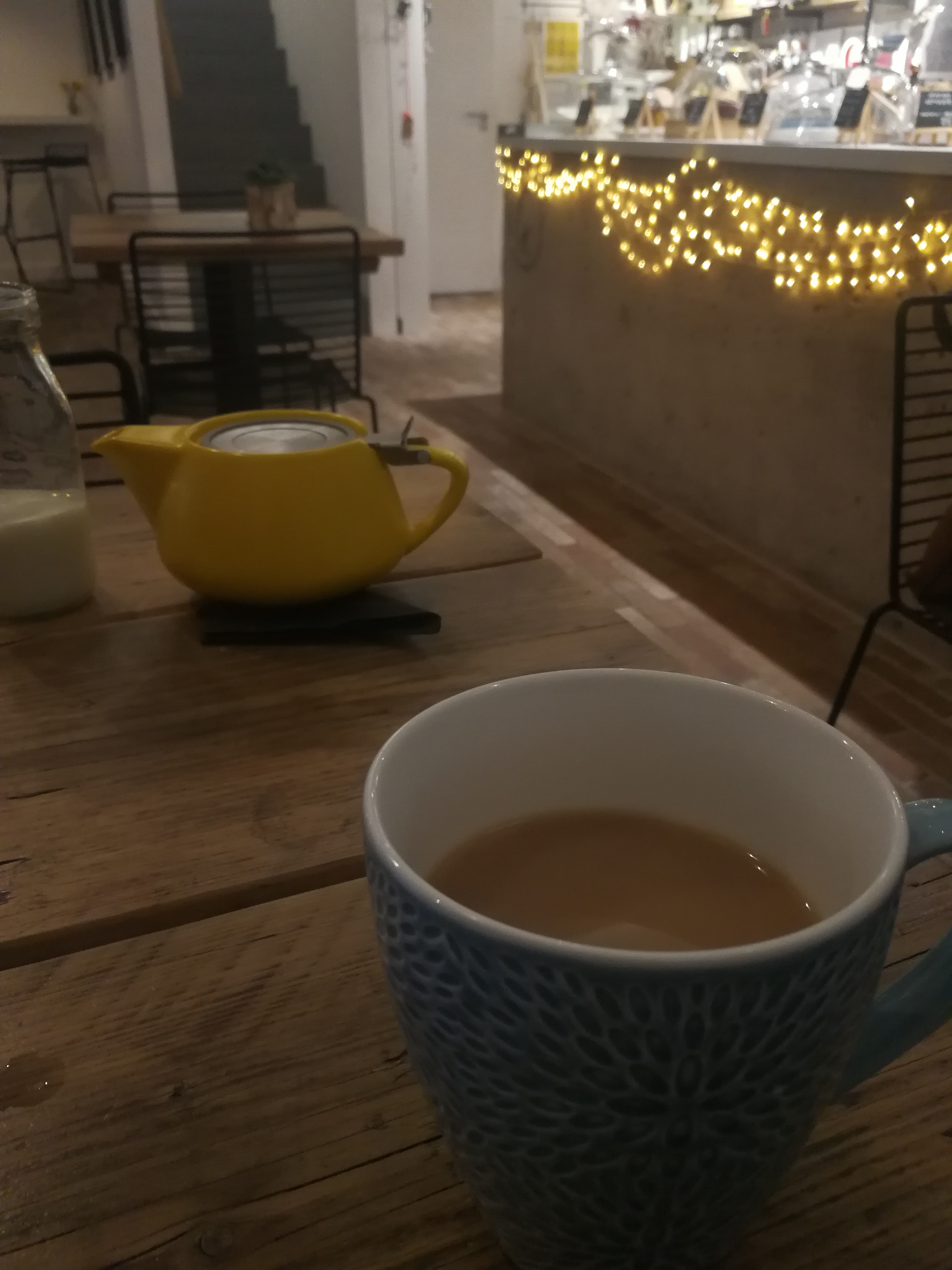 A photo of a cup of tea on a table in GK Gallery, one of our BOOBS approved venues offering discount in the BOOBS member scheme.